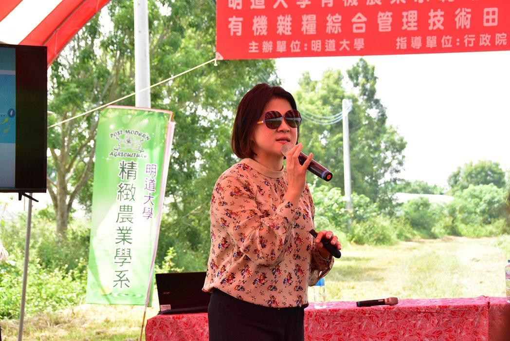 鮮綠農業科技熊亞萍董事長分享公司如何建立智慧化農田管理。 明道大學/提供。