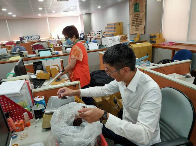 從旅行業跨足咖啡事業,蔡家煌與團隊吃足了苦頭。 鴻毅旅行社提供