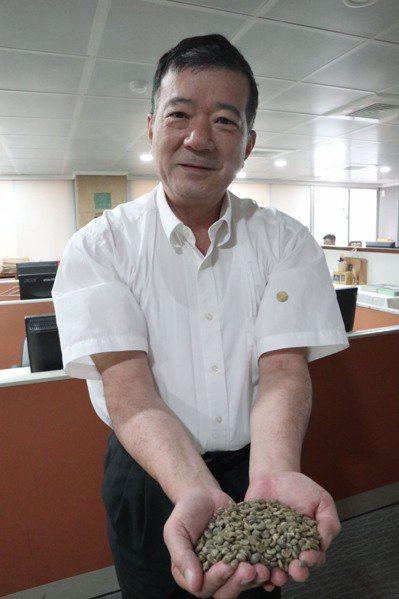 蔡家煌在旅遊界有「越南王」之稱,他所創辦的鴻毅旅行社是國內最早跨入越南市場的旅行...