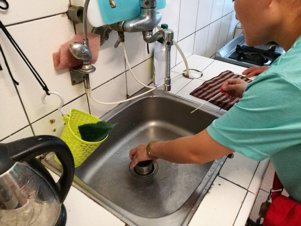 台東一名8旬老翁確診感染霍亂,衛生單位隨即啟動疫調衛教等防治工作,並於確診後立刻...
