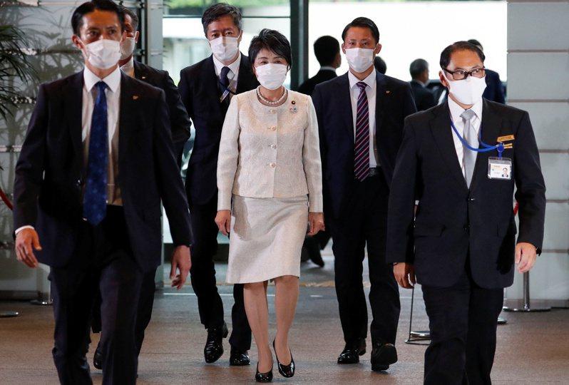 日本前法務大臣上川陽子(中)將在新任首相菅義偉內閣,回鍋再掌法務省,第3度擔任法務大臣。 路透社