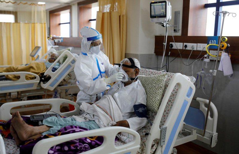 印度衛生部今天通報,境內新增9萬123起確診病例,累計確診總數達到502萬例,是僅次於美國的全球第2多國家。圖/路透社