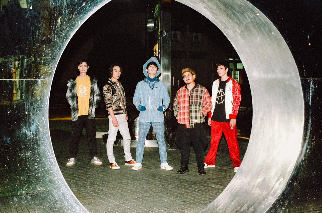 邁入成團20周年的「拾叁樂團」全新回歸樂壇。圖/典選音樂提供