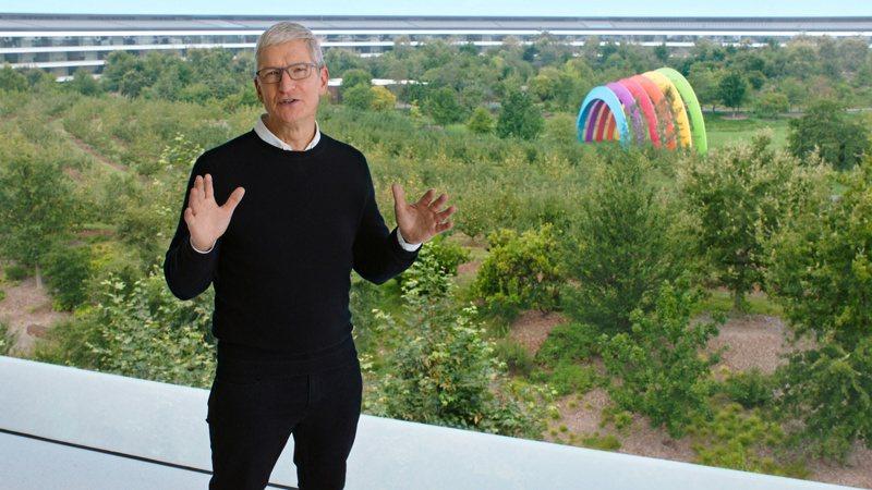 蘋果執行長庫克在線上發表會一開始,就直接說發表會將聚焦於Apple Watch與iPad等兩種產品。圖/路透