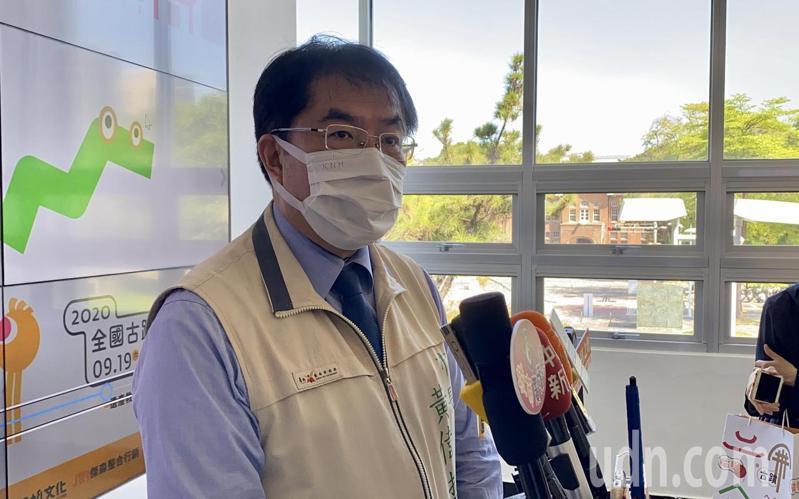 台南市長黃偉哲今天宣布加碼送第二戶房子。記者鄭維真/攝影