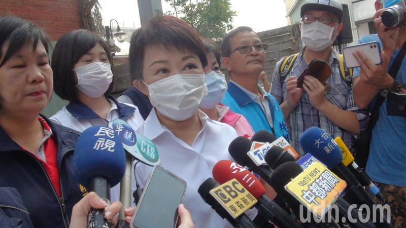 台中市政府建設局長陳大田遭爆「公車私用」,市長盧秀燕受訪說明。記者余采瀅/攝影
