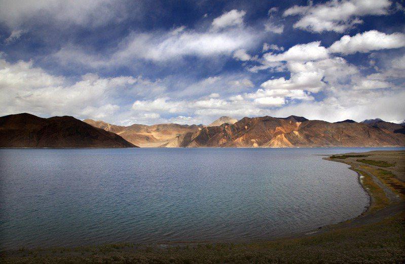 班公湖位於印度的一側。美聯社