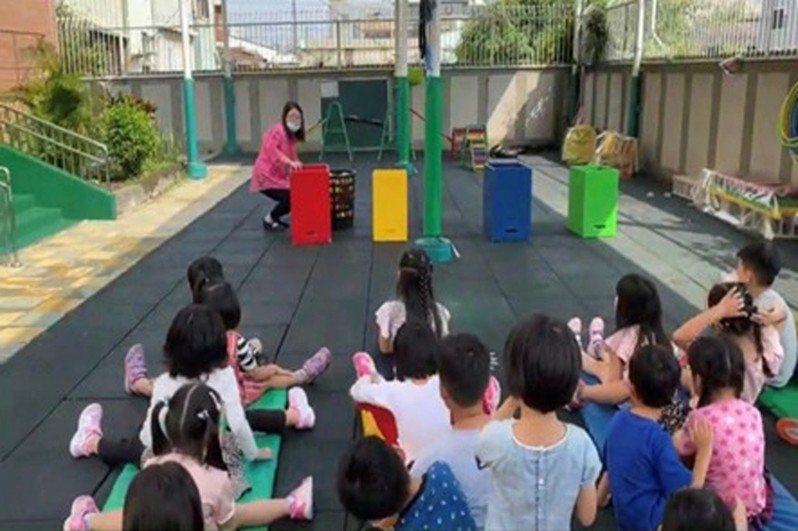 擴大推行母語教育,教育部「幼兒園閩南語沉浸式教學計畫」,從105年試辦10間幼兒園,到109年已成長至92間參與。圖/教育部提供