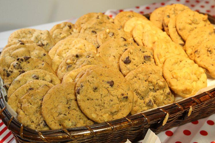 Mrs.Fields正式登台,提供14種不同口味的餅乾。記者陳睿中/攝影
