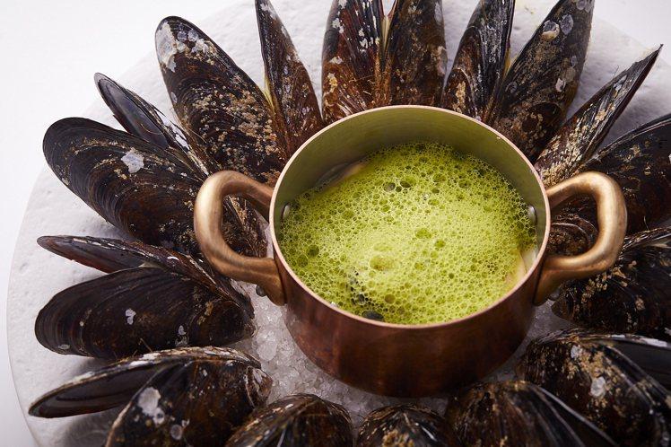 馬祖淡菜.櫛瓜高湯。圖/鹽之華提供