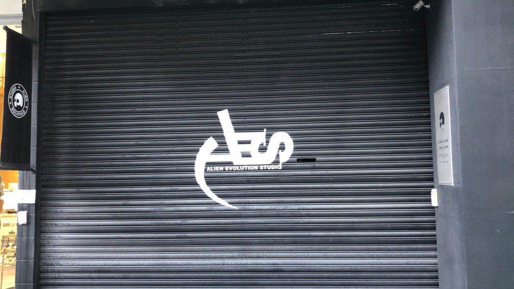 小鬼位於東區的潮牌店今大門深鎖。記者許晉榮/攝影
