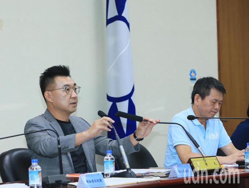 國民黨主席江啟臣(左)下午主持中常會,呼籲蔡英文總統到立法院做國情咨文報告。記者潘俊宏/攝影