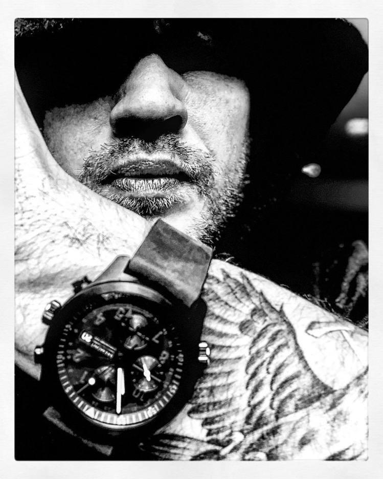Tom Hardy本人似乎相當熱愛軍事風格與同出英國的手表品牌Bremont,並...