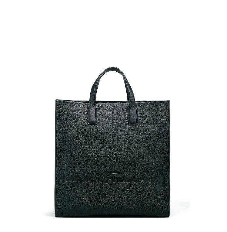 Tornabuoni 1927 黑色鹿皮托特包,55,900元。圖/Salvat...