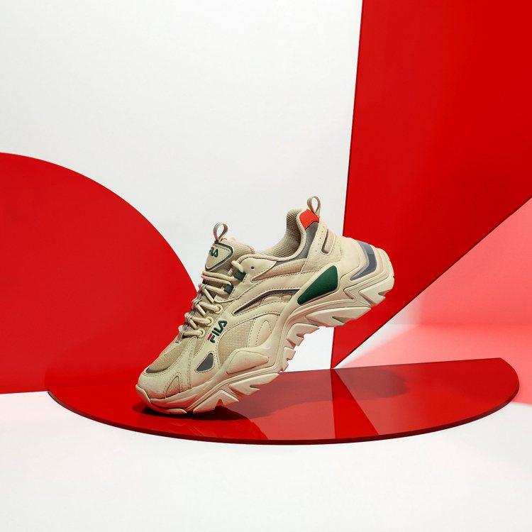 FILA Go Beyond系列Interaction Light鞋2,480元...