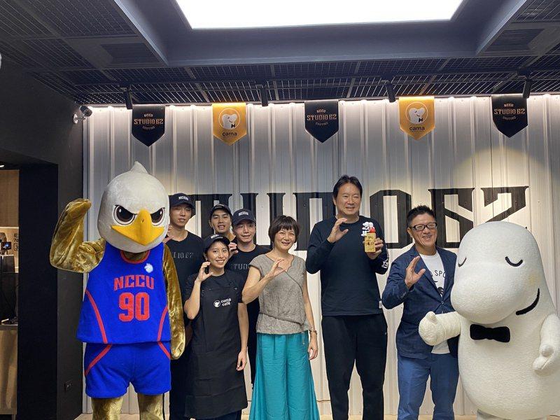 政大雄鷹和咖啡品牌聯名開設Cama Cafe台北政大店,創隊隊員就是工讀生。記者曾思儒/攝影