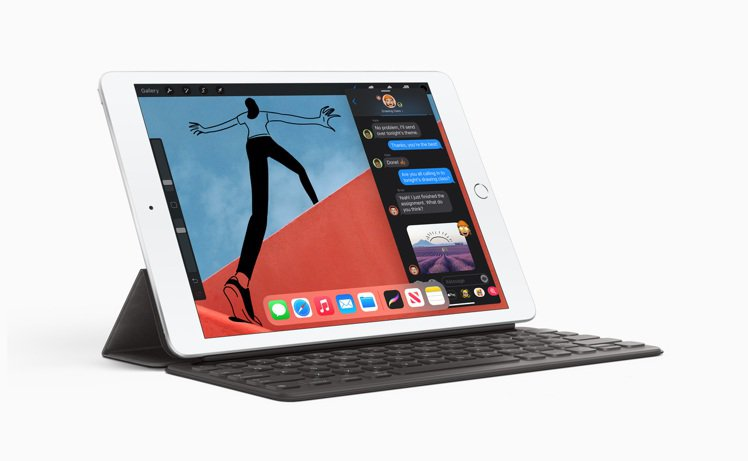 iPad搭配全尺寸聰穎鍵盤,無須充電或配對即可加快文字輸入,使用完畢後闔上,就成...