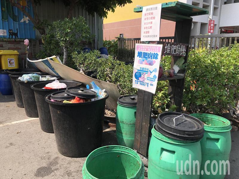 彰化市清潔隊將廚餘分為生廚餘與熟廚餘回收。記者林敬家/攝影