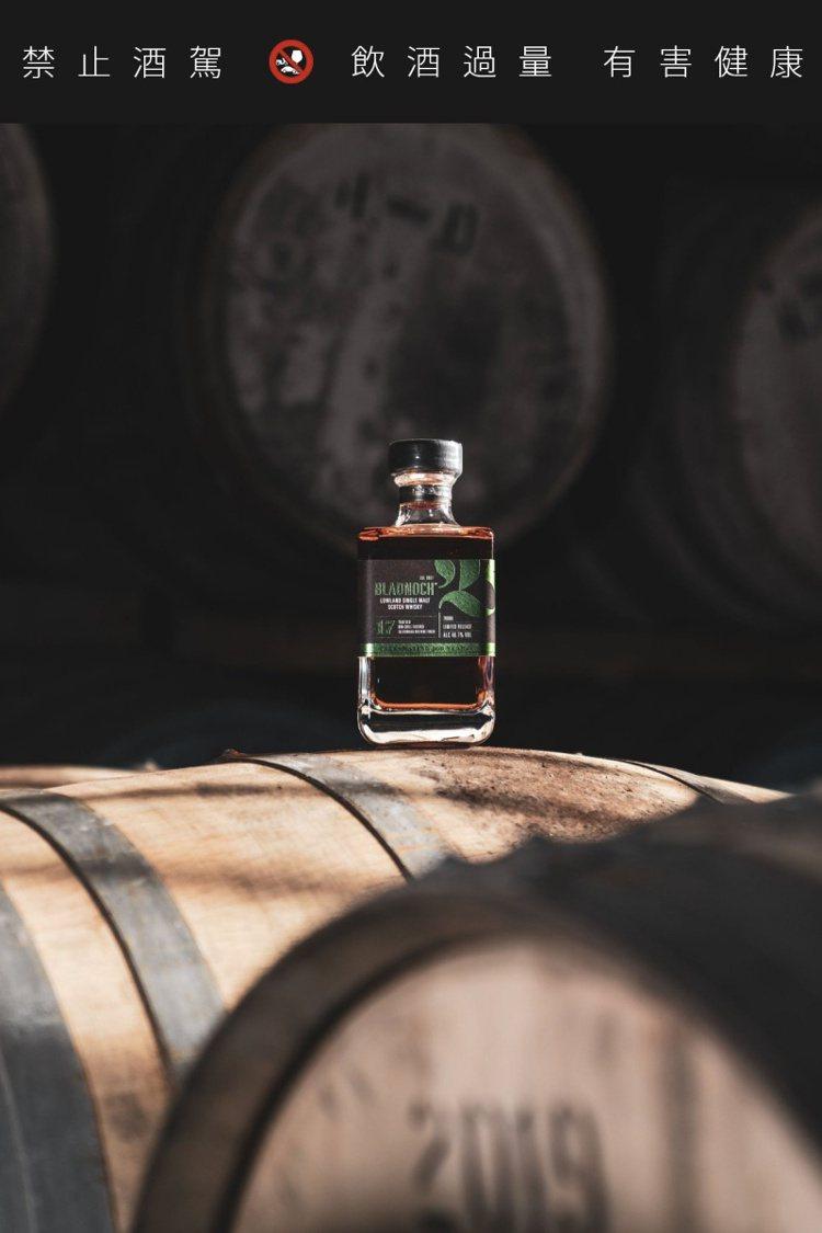 布萊德諾赫17年單一麥芽威士忌,具紅櫻桃加上細緻的橡木氣息。圖/布萊德諾赫提供。...