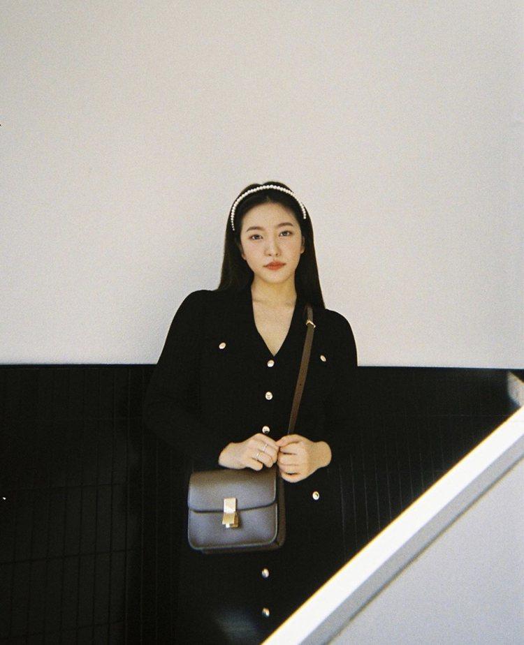Red Velvet的Yeri也詮釋Classic包款。圖/取自IG