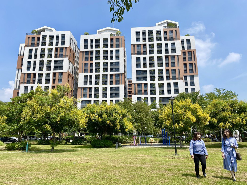 大毅建設在北屯11期崇德生活圈的「讚幸福」最近落成,此案面對潮春公園,全案已完銷...