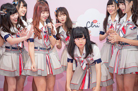 國民女團AKB48 Team TP正式出道至今將邁向二週年,第4張單曲「嗚吼嗚吼吼」16日舉辦記者餐會,16位成員穿著最新學院風造型一字排開,展現青春活力。只是當記者會還在進行中,演藝圈突傳出小鬼驟...
