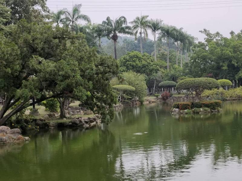 立法院中部辦公室園區的日月池造景十分典雅。記者黃寅/攝影