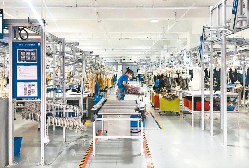 阿里巴巴旗下「新製造」數位工廠「犀牛智造」,昨天首度亮相。 中新社