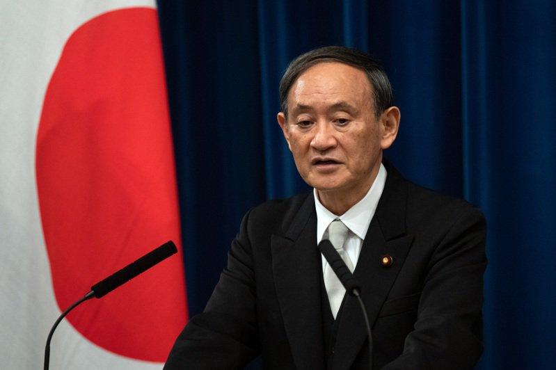 日本首相菅義偉16日在東京首相官邸召開記者會。 (新華社)