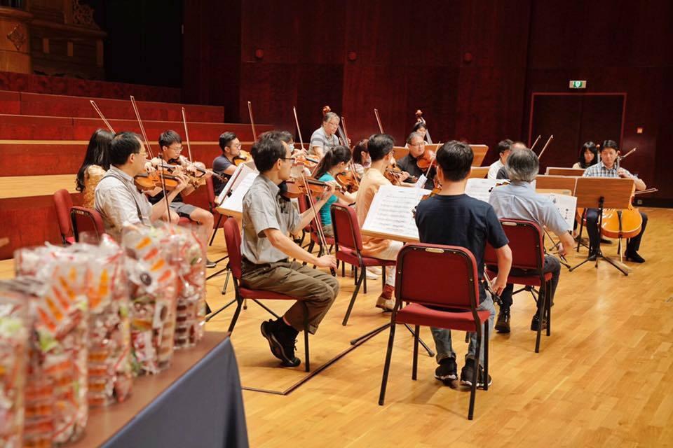即便古典音樂在台灣具備高度資本象徵,但那多半指的是極少數享受盛名者,這種案例在台灣微乎其微,背後是贏者全拿的明星邏輯。 圖/取自台灣絃樂團