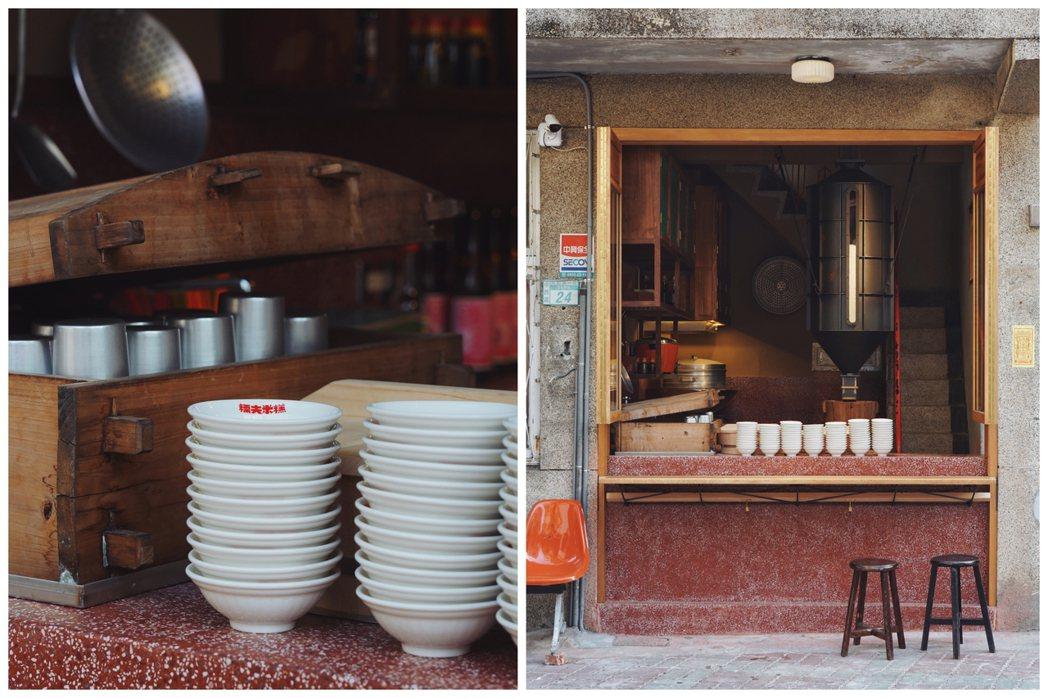 白瓷碗與灶台,乘載著兒時記憶中那一碗阿嬤的麻油米糕。 圖/糯夫米糕友人提供
