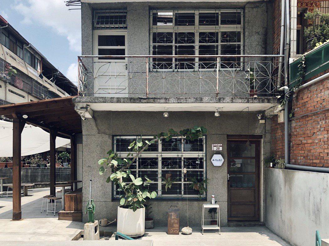成立剛不滿一年的Subi,前身歷經過樂居咖啡以及日佐甜室,三年多前,因緣際會找到...