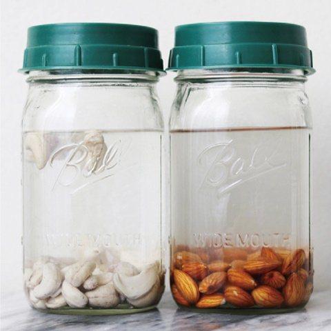 基本的發酵方式:堅果泡水。 圖/台灣廣廈提供