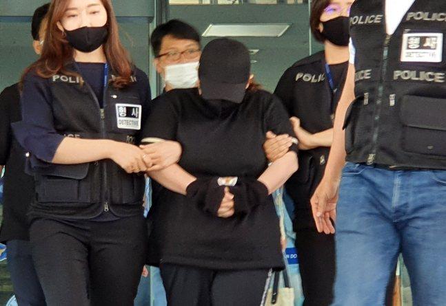 韓國近日發生一起母親虐童的兇殺案,一位女子將小孩放在行李箱內活活悶死。圖擷取自朝鮮日報