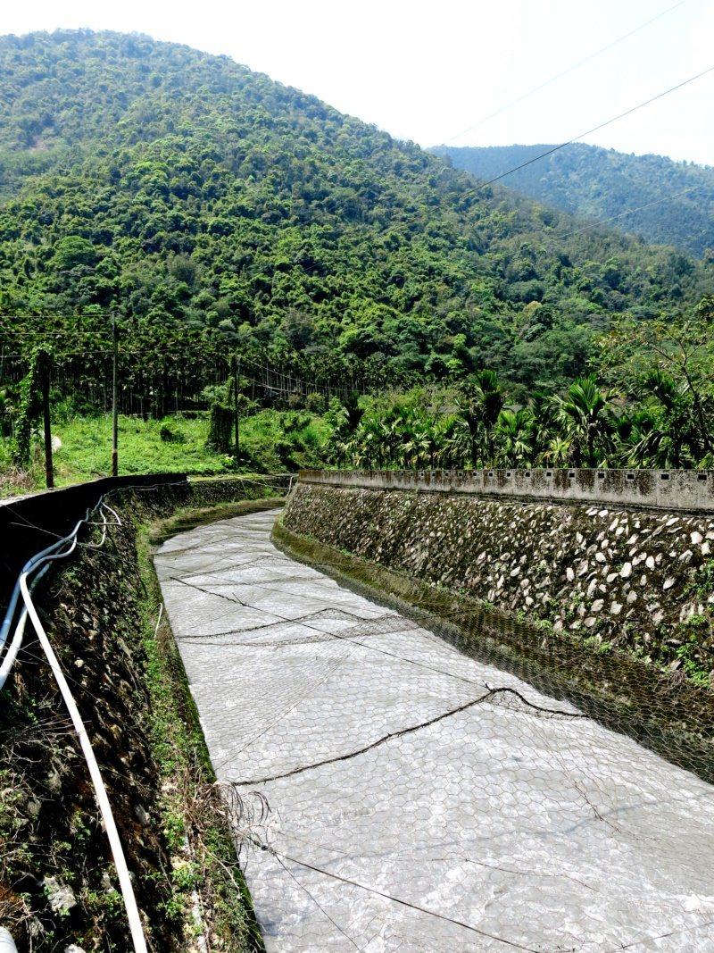 武界壩引水隧道穿越大山而來,進入向天圳後再轉入日月潭的大竹湖。 圖/黑中亮 攝影