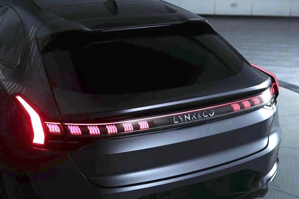 領克DC1E的貫穿式尾燈相當有設計感。 摘自carscoops