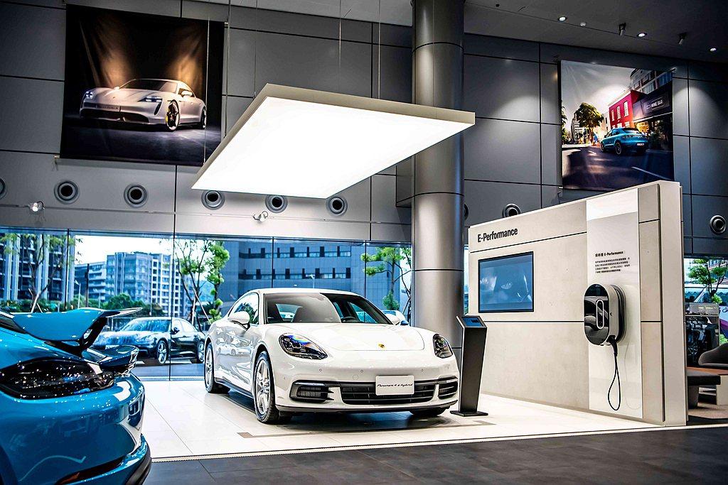 台北保時捷中心透過「Porsche Pro」與「Host」專業服務,在愜意環境中...