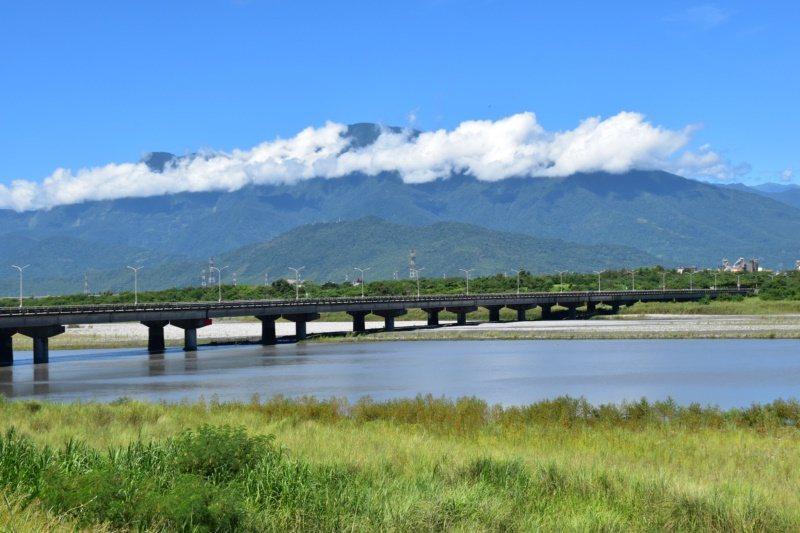 花蓮溪口濕地就在花蓮大橋下游處,是國家級重要生態濕地。 圖/王思慧 攝影