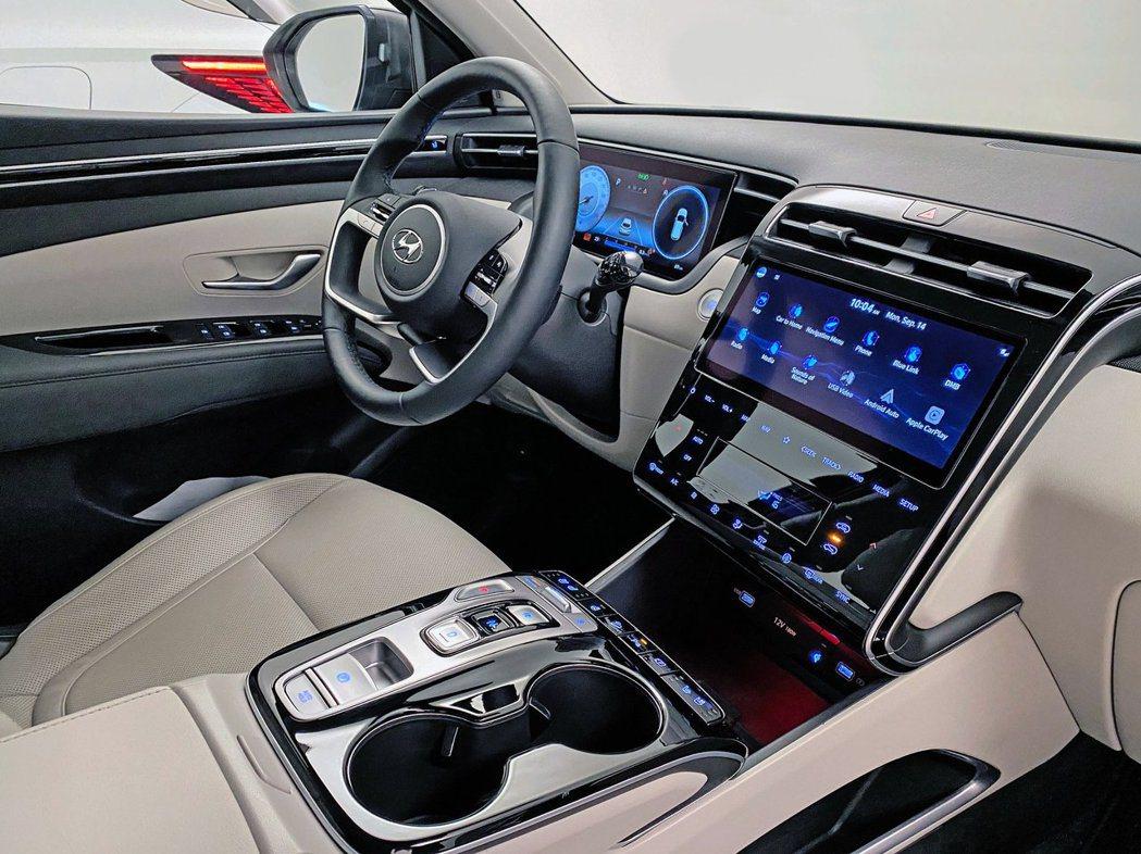 大改款Hyundai Tucson的內裝格局也如同外觀煥然一新。 摘自Hyund...