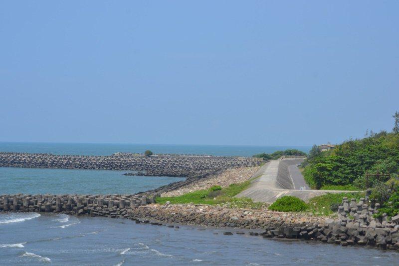 台江海岸觀光自行車路線是台南另一條美麗的單車景點。 圖/鄭惠仁 攝影