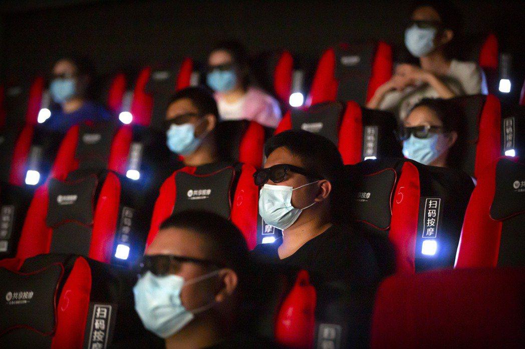 在各種主客觀因素催逼之下,中國市場已經不若以往,迪士尼如何回應美國國會的要求?如何正視《花木蘭》慘痛個案?將會是好萊塢在中國市場發展的重要指標。 圖/美聯社