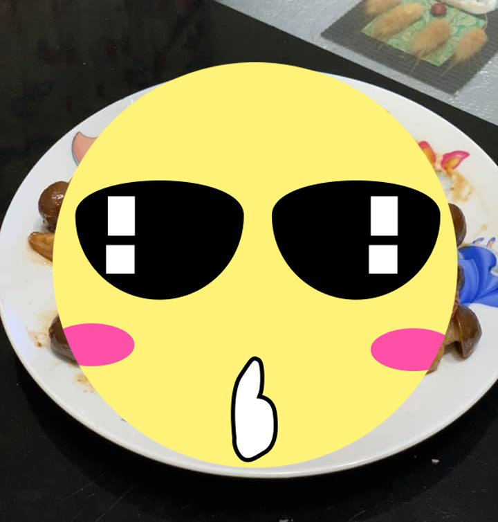一名女網友買了一些美姬菇回家,包著肉片當成宵夜,沒想到成品一端出卻讓老公看了笑翻。 圖/翻攝自「我愛全聯-好物老實説」