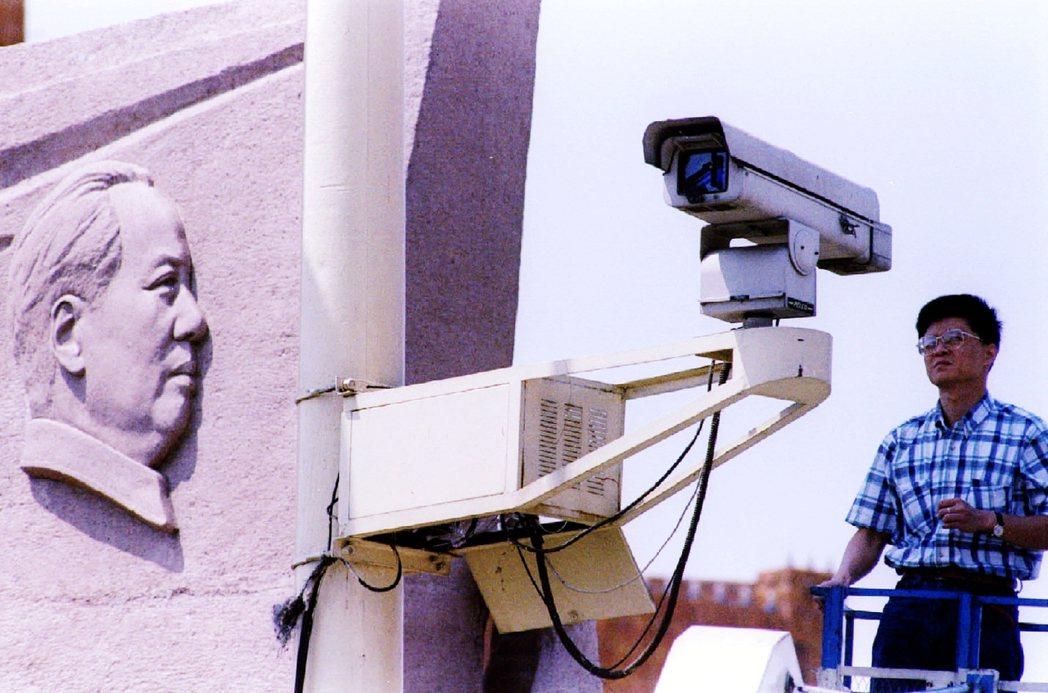 圖為中國天安門的監視器。 圖/路透社