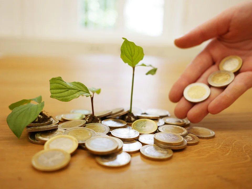 手握現金的好處在於高流通性與即時性,但如果在銀行存放大量現金,以目前低利率的環境...