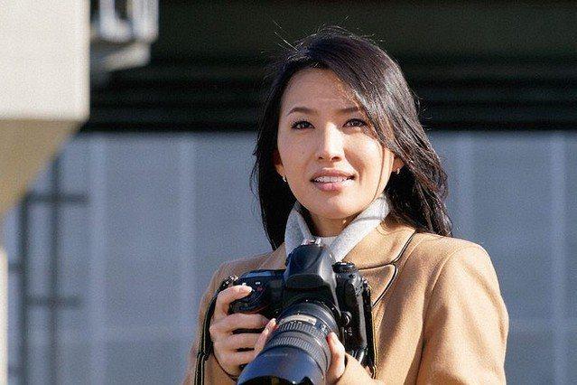 蘆名星在《相棒》飾演周刊記者風間楓子。圖/擷自livedoor
