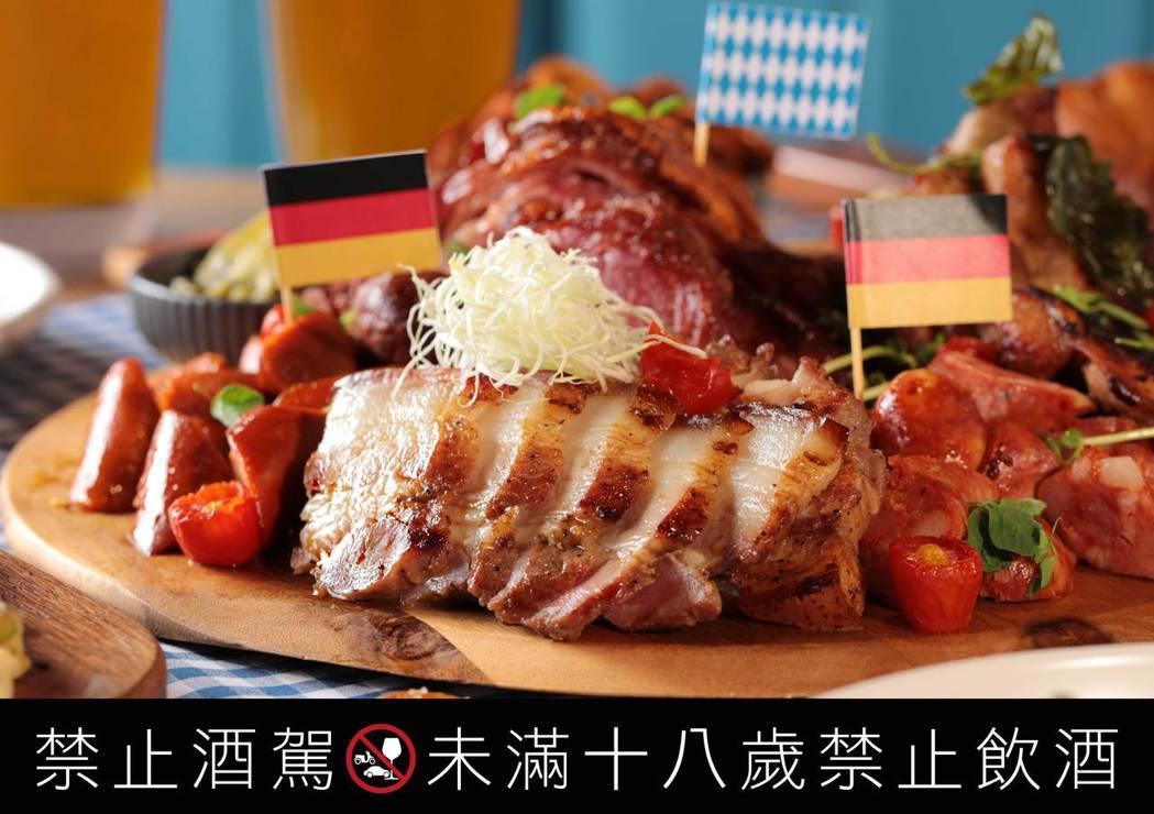 「德國&台灣經典肉類拼盤」除了經典德國美食香腸及豬腳,今年還加入台灣味十足的三杯...