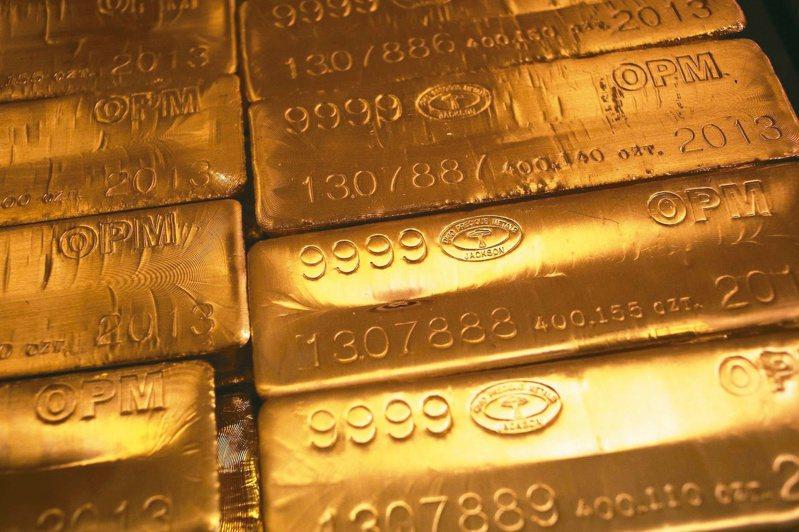 國際金價近期狂飆,央行認為長期而言黃金的投資報酬率並非最佳,而且黃金不具孳息特性。 路透