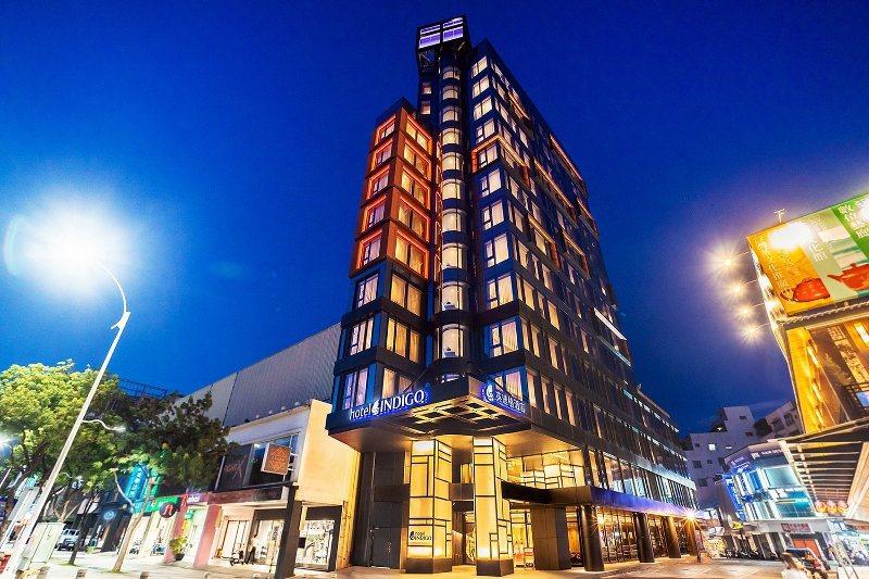 英迪格酒店對位是高雄中央公園,周圍景點多,且近捷運站,地理位置佳。 業者/提供