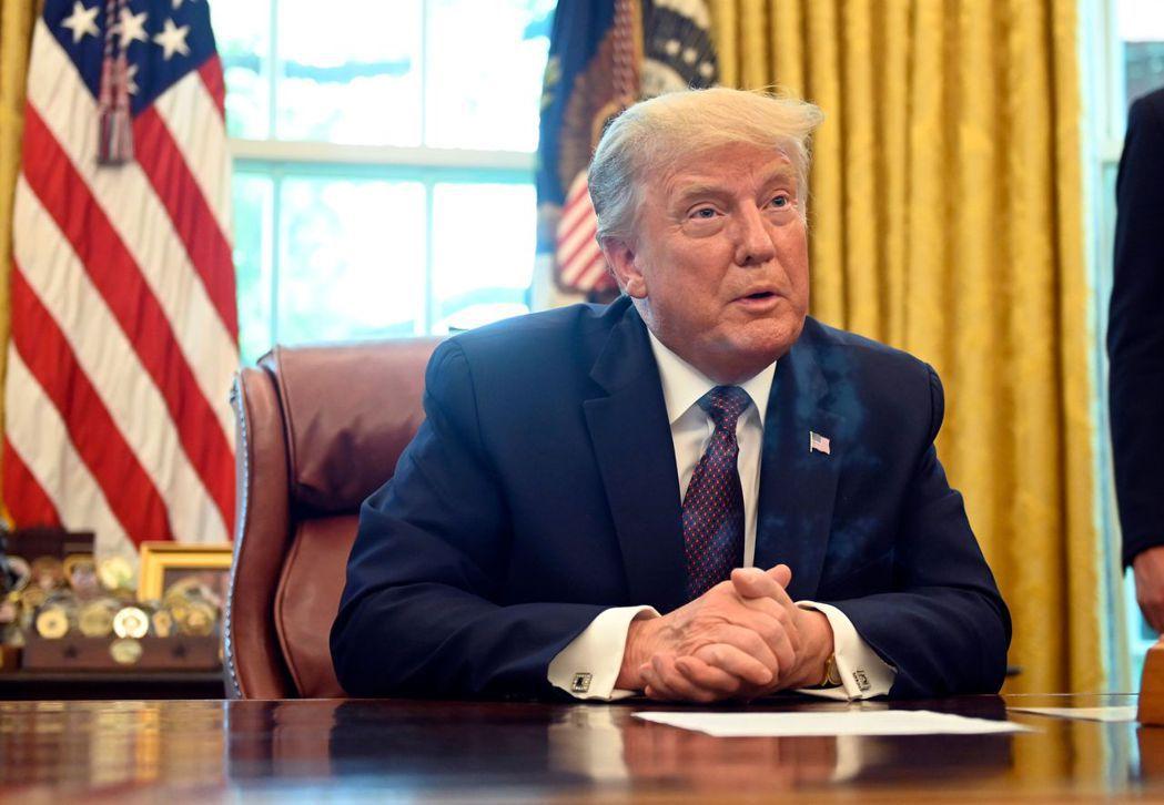 美國總統川普今天證實,一名白宮人員檢測新冠肺炎呈陽性反應,但這個人並未「靠近」他...