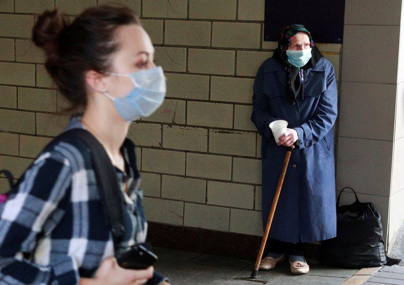 歐洲各國當局相繼通報新冠肺炎疫情現況,烏克蘭昨天新增3584起病例,捷克新增2139例,兩國皆創下單日新高紀錄。 路透社
